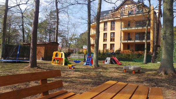 plac zabaw apartamenty Kornel Pobierowo